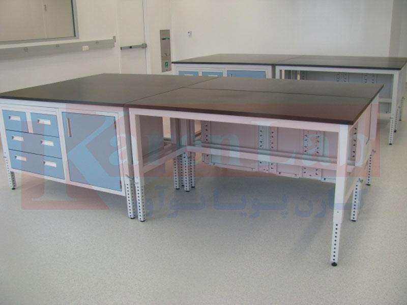 میز کار آزمایشگاهی براي افراد معلول